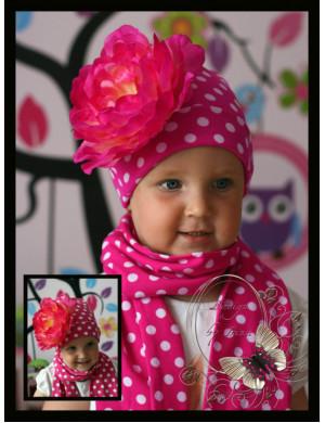 Комплект для девочек малиновый в горох с пионом (шапка и шарф)